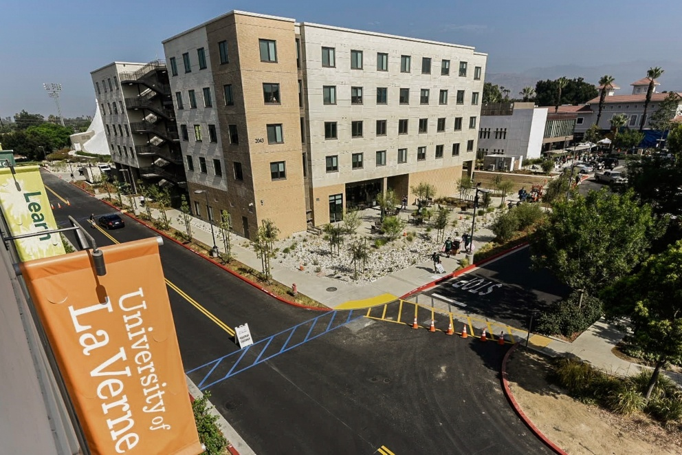 Students move in to the brand new Citrus Hall dorm on move in day