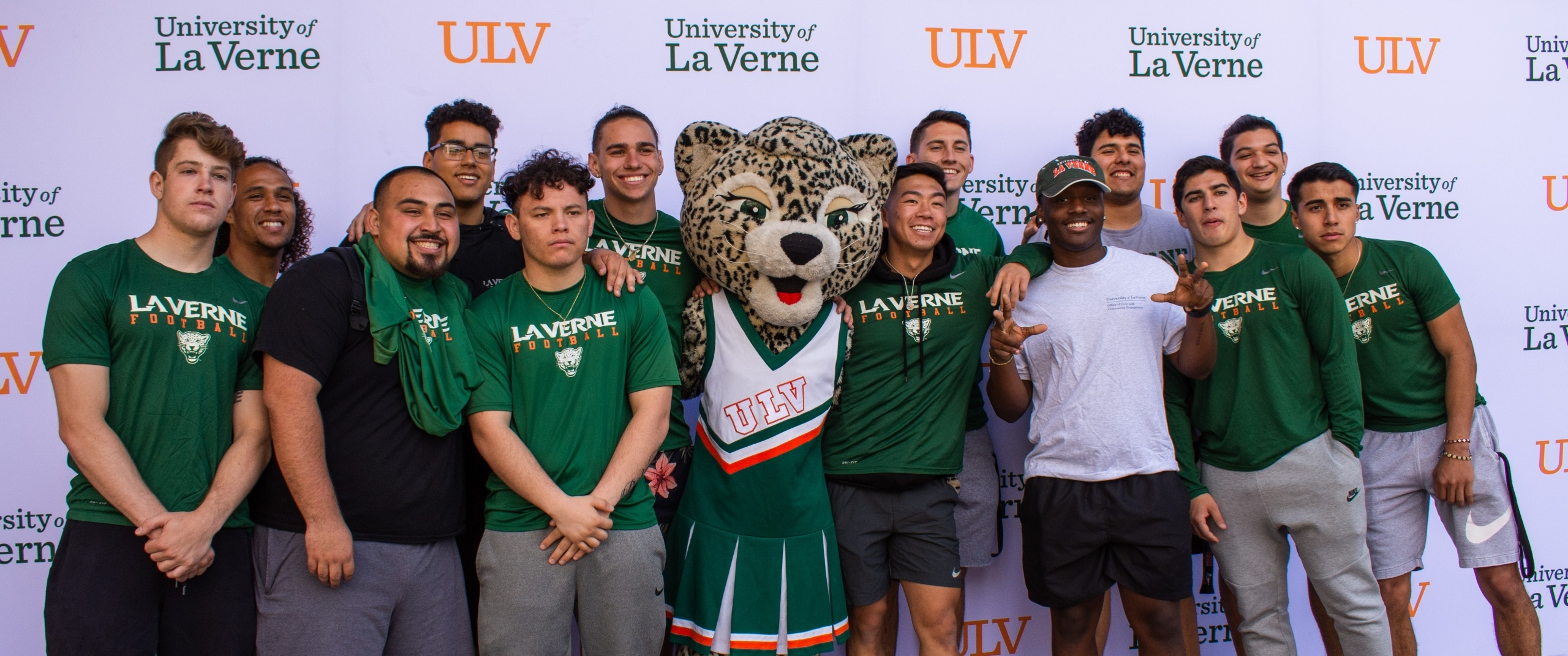University of La Verne students take a photo with Lea the Leopard
